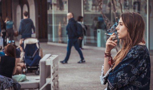 prohibido fumar en la calle