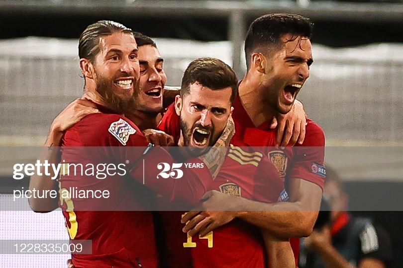 Gaya salva un punto para España